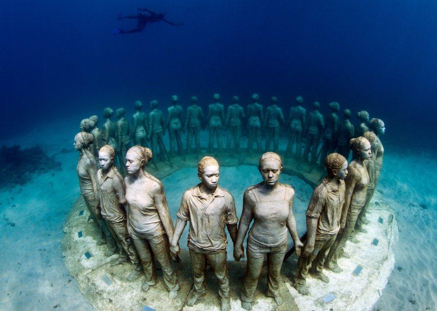 گالری هنری که فقط غواص ها و ماهی ها از آن بازدید می کنند!!!