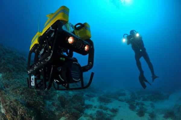 طراحی و توسعه یک زیر دریایی رباتیک برای کمک به غواصی انفرادی!